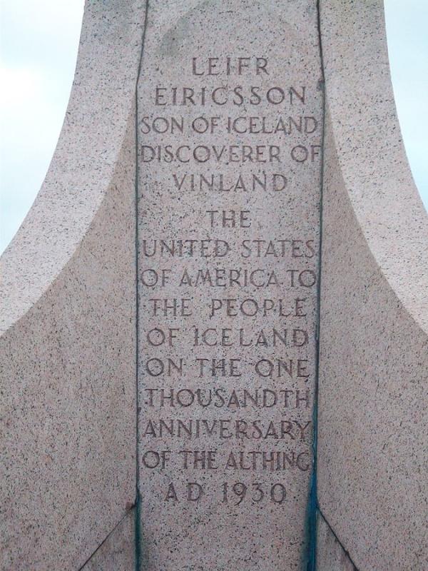 Áletrun á styttu Leifs Eiríkssonar