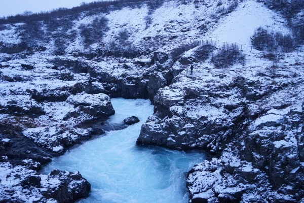 how to get to hraunfossar waterfall