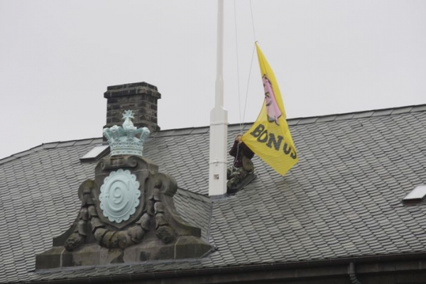 Bónus flag, pots and pans revolution