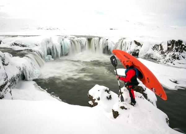 Goðafoss in winter, kayaking