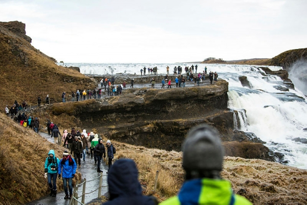 gullfoss, tourists