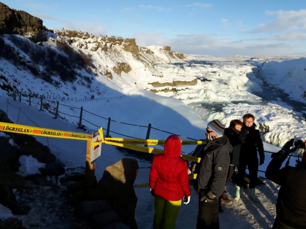Police closes walking path by Gullfoss