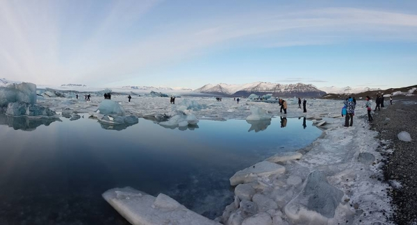 travellers in danger, Jökulsárlón glacial lagoon