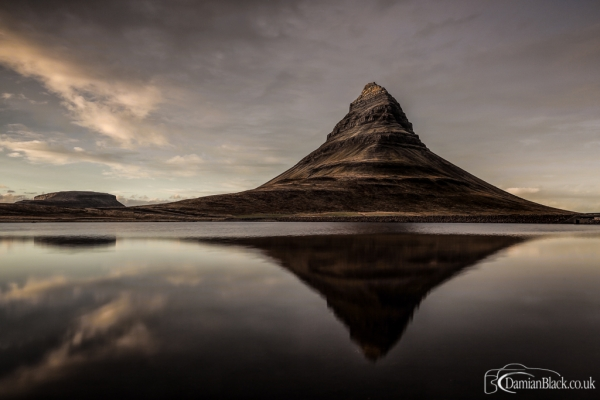 Kirkjufell_tip_of_the_sunset2.jpg
