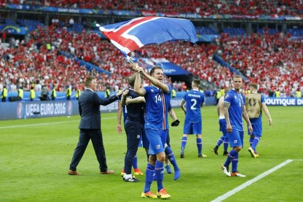 Icelandic flag, Kári Árnason, EURO 2016