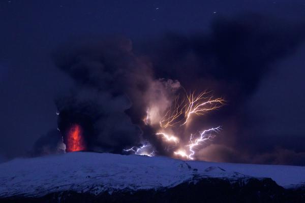 Eyjafjallajökull_eruption.jpg