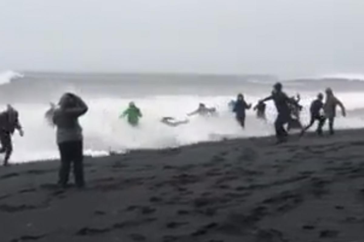 Yet again: Travelers in grave danger on Reynisfjara black sand beach