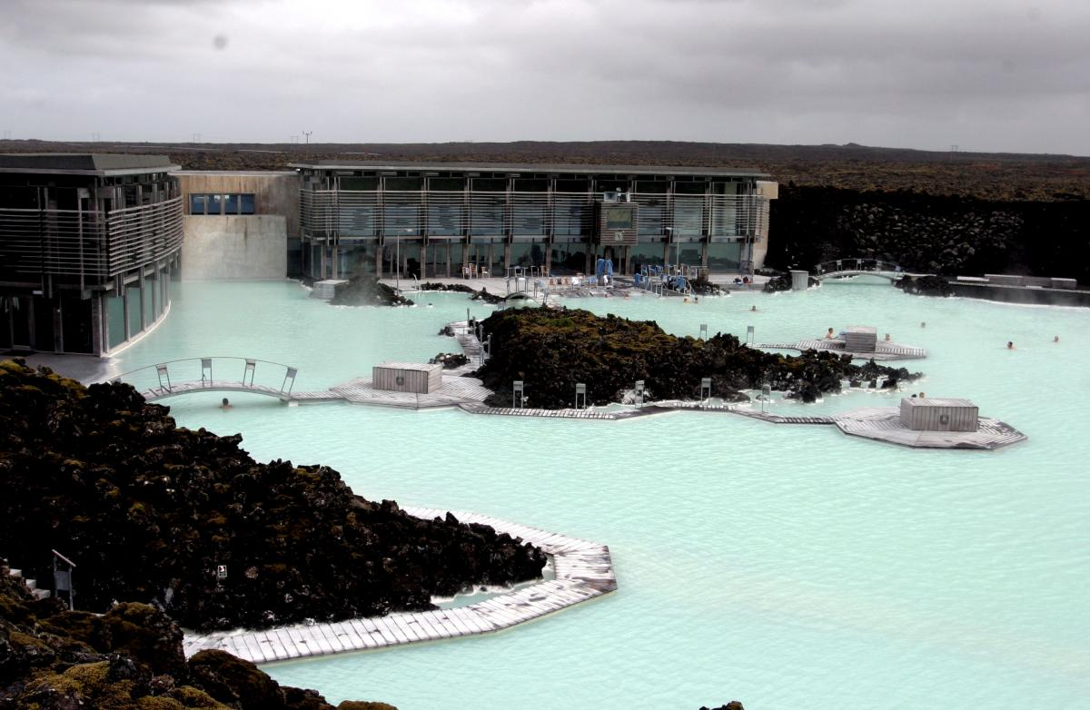How easy is it to get to the blue lagoon by bus from for Where is the blue lagoon in iceland