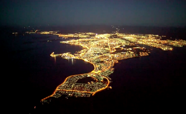 Aerial video: Beautiful footage of Reykjavík in the twilight from above