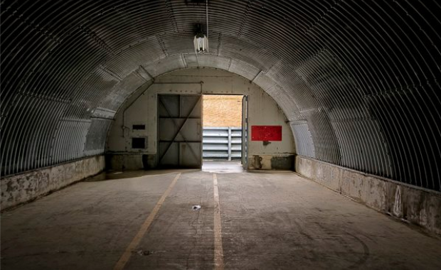 Historic photographs show the abandoned keflavk naval air station an empty hangar caught in the gap between its old role at a naval base and unwritten future photobragi r jsefsson freerunsca Images